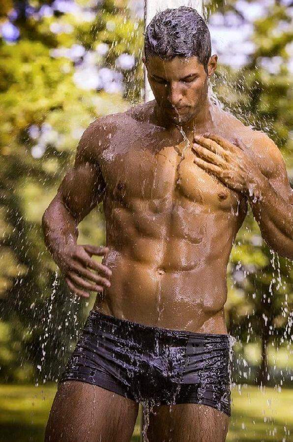Hot Men in Wet Speedos_00012